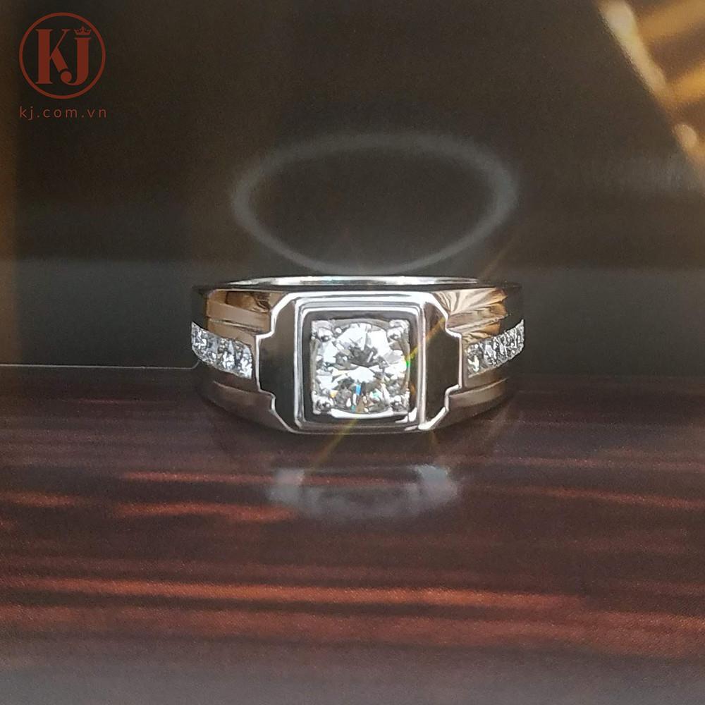 Một chiếc nhẫn nam kích thước vừa phải và ít góc cạnh sẽ không gây vướng víu