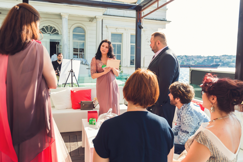 Ведущая на свадьбу в Стамбуле