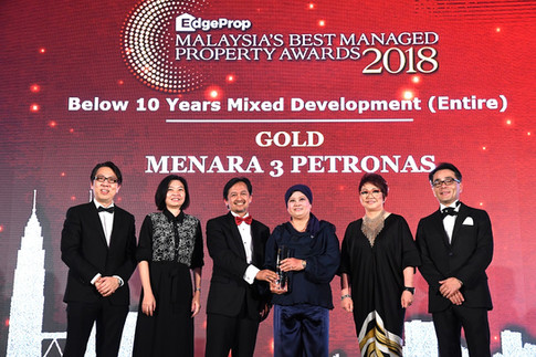EdgeProp Malaysia's Best Managed Property Awards - Below 10 years Mixed Development (Entire) Category Gold winner and the only winner of this category: (From left) Nippon Paint Malaysia general manager of sales Tay Sze Tuck, EdgeProp.my executive editor Sharon Kam, KLCC (Holdings) Sdn Bhd group CEO & KLCC REIT Management Sdn Bhd CEO Datuk Hashim Wahir and KLCC REIT Management Sdn Bhd head of leasing/asset manager Datin Faudziah Ibrahim, EdgeProp.my managing director and editor-in-chief Au Foong Yee and Panasonic Malaysia deputy managing director Hiroyuki Muto.