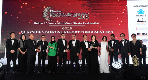 EdgeProp Malaysia Best Managed Property Awards – Below 10 years Multi-own Strata Residential Category winners: (From left) Nippon Paint Malaysia general manager of sales Tay Sze Tuck, EdgeProp.my executive editor Sharon Kam, Selangor Dredging Bhd post development manager Toh Keng Hong, Selangor Dredging Bhd head of post development Peter Quah, Selangor Dredging Bhd head of communications Lina Othman, Quayside Seafront Resort Condominiums JMB member Lim Hooi Siang, Eastern and Oriental Berhad chairman Datuk Azizan bin Abd Rahman, Eco Majestic assistant general manager Wong Chee Seng, Eco World Group Development Group Bhd divisional general manager  Evon Yap Yoke Ching, Eco World Development Group Bhd divisional general manager Datuk Hoe Mee Ling and COO Datuk S Rajoo, Panasonic Malaysia deputy managing director Hiroyuki Muto and EdgeProp.my managing director and editor-in-chief Au Foong Yee.