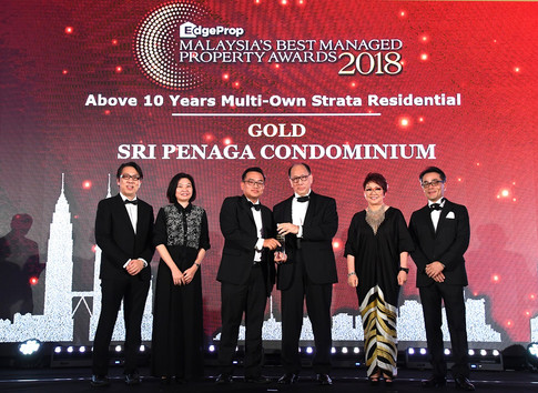 EdgeProp Malaysia's Best Managed Property Awards - Below 10 years Multi-own Strata Residential Category Joint Gold winner: (From left) Nippon Paint Malaysia general manager of sales Tay Sze Tuck, EdgeProp.my executive editor Sharon Kam, Henry Butcher Malaysia (Mont Kiara) Sdn Bhd executive director Low Hon Keong, Sri Penaga Management Corporation chairman Khaw Chay Tee, EdgeProp.my managing director and editor-in-chief Au Foong Yee and Panasonic Malaysia deputy managing director Hiroyuki Muto.