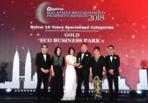 EdgeProp Malaysia's Best Managed Property Awards - Below 10 years Specialised Category Gold winner and the only winner of this category: (From left) Nippon Paint Malaysia general manager of sales Tay Sze Tuck, EdgeProp.my executive editor Sharon Kam, Eco World Development Group Bhd divisional general manager Datuk Hoe Mee Ling, president & CEO Datuk Chang Khim Wah, EdgeProp.my managing director and editor-in-chief Au Foong Yee and Panasonic Malaysia deputy managing director Hiroyuki Muto.