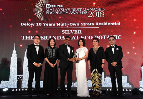 EdgeProp Malaysia's Best Managed Property Awards - Below 10 years Multi-own Strata Residential Category Joint Silver winner: (From left) Nippon Paint Malaysia general manager of sales Tay Sze Tuck, EdgeProp.my executive editor Sharon Kam, Eco World Development Group Bhd COO Datuk S Rajoo, divisional general manager Datuk Hoe Mee Ling, EdgeProp.my managing director and editor-in-chief Au Foong Yee and Panasonic Malaysia deputy managing director Hiroyuki Muto.