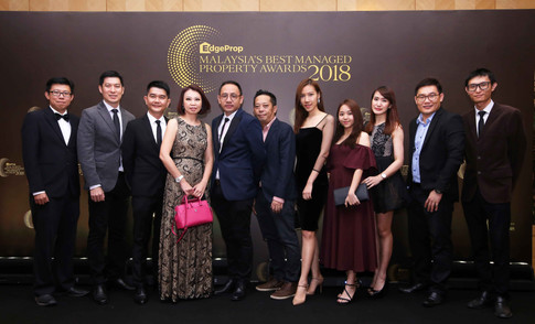 EXSIM Group head of corporate communications Michelle Siew (L4), Hoda Design Sdn Bhd principal and landscape architect Ho Peng Ming (L5) and the team from EXSIM Group and Hoda Design