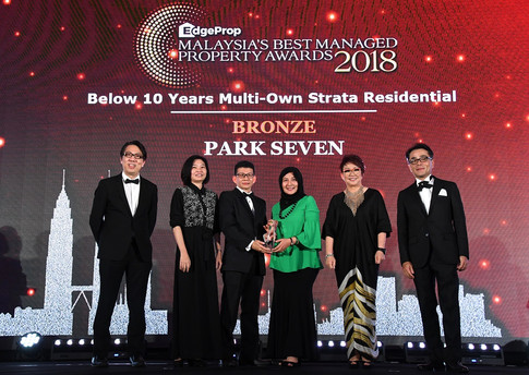 EdgeProp Malaysia's Best Managed Property Awards - Below 10 years Multi-own Strata Residential Category Joint Bronze winner: (From left) Nippon Paint Malaysia general manager of sales Tay Sze Tuck, EdgeProp.my executive editor Sharon Kam, Selangor Dredging Bhd head of post development Peter Quah, head of communications Lina Othman, EdgeProp.my managing director and editor-in-chief Au Foong Yee and Panasonic Malaysia deputy managing director Hiroyuki Muto.