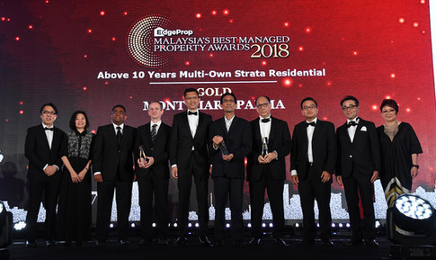 EdgeProp Malaysia's Best Managed Property Awards – Above 10 years Multi-own Strata Residential Category winners: (From left) Nippon Paint Malaysia general manager of sales Tay Sze Tuck, EdgeProp.my executive editor Sharon Kam, SCM Property Services Sdn Bhd property and facilities management general Paul Richard, Mont'Kiara Aman Management Corporation chairman Jerome Eric Martinent, UEM Sunrise Bhd managing director/CEO  Anwar Syahrin Abdul Ajib, Mont'Kiara Palma Management Corporation chairman Edwin Loh Tatt Guan, Sri Penaga Management Corporation chairman Khaw Chay Tee, Henry Butcher Malaysia (Mont Kiara) Sdn Bhd executive director Low Hon Keong, Panasonic Malaysia deputy managing director Hiroyuki Muto and EdgeProp.my managing director and editor-in-chief Au Foong Yee.