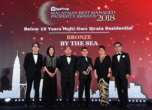EdgeProp Malaysia's Best Managed Property Awards - Below 10 years Multi-own Strata Residential Category Joint Bronze winner: (From left) Nippon Paint Malaysia general manager of sales Tay Sze Tuck, EdgeProp.my executive editor Sharon Kam, Selangor Dredging Bhd post development manager Toh Keng Hong, head of post development Peter Quah, EdgeProp.my managing director and editor-in-chief Au Foong Yee and Panasonic Malaysia deputy managing director Hiroyuki Muto.