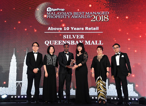 EdgeProp Malaysia's Best Managed Property Awards – Above 10 years Retail Category Joint Silver winner: (From left) Nippon Paint Malaysia general manager of sales Tay Sze Tuck, EdgeProp.my executive editor Sharon Kam, Queensbay Mall senior operations manager of management corporation David Raj A/L S Kolandesamy, Queensbay Mall management corporation chairperson Tan See Bin, EdgeProp.my managing director and editor-in-chief Au Foong Yee and Panasonic Malaysia deputy managing director Hiroyuki Muto.