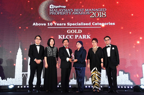 EdgeProp Malaysia's Best Managed Property Awards – Above 10 years Specialised Category Gold winner and only winner: (From left) Nippon Paint Malaysia general manager of sales Tay Sze Tuck, EdgeProp.my executive editor Sharon Kam, KLCC (Holdings) Sdn Bhd group CEO & KLCC REIT Management Sdn Bhd CEO Datuk Hashim Wahir, KLCC REIT Management Sdn Bhd head of leasing/asset manager Datin Faudziah Ibrahim, EdgeProp.my managing director and editor-in-chief Au Foong Yee and Panasonic Malaysia deputy managing director Hiroyuki Muto.