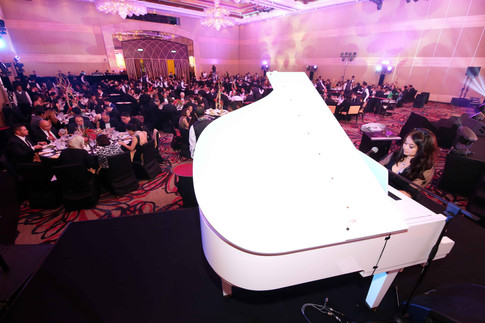 Pianist serenading guests with the grand piano at the dinner