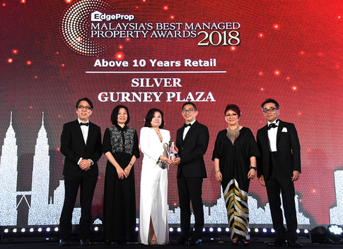 EdgeProp Malaysia's Best Managed Property Awards – Above 10 years Retail Category Joint Silver winner: (From left) Nippon Paint Malaysia general manager of sales Tay Sze Tuck, EdgeProp.my executive editor Sharon Kam, CapitaLand Malaysia Mall REIT Management Sdn Bhd CEO Low Peck Chen, Gurney Plaza centre manager Peter Chan Hong Kong, EdgeProp.my managing director and editor-in-chief Au Foong Yee and Panasonic Malaysia deputy managing director Hiroyuki Muto.