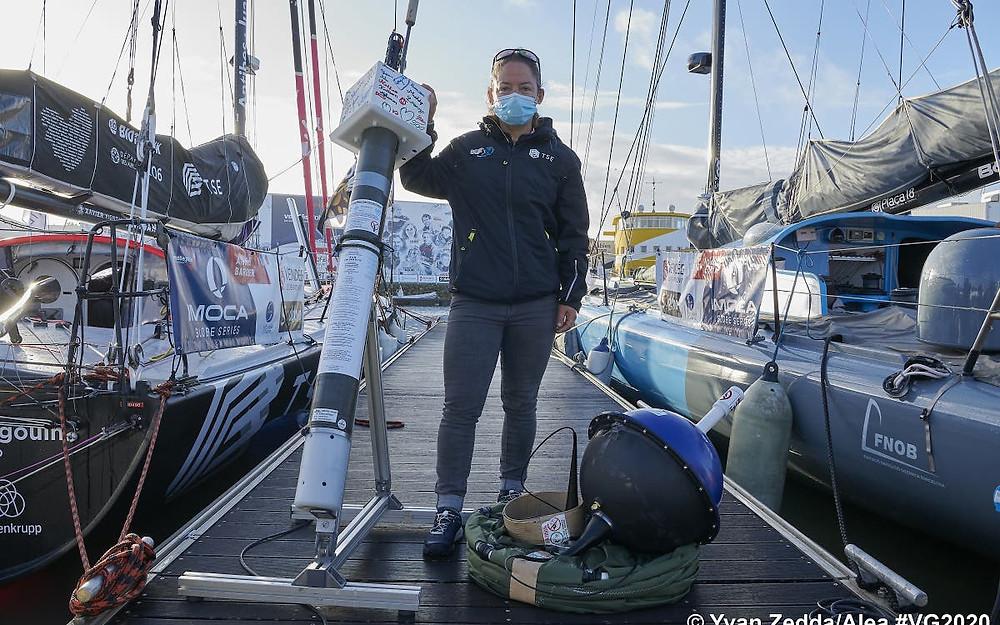 Alexia Barrier ha llevado uno de los flotadores de elaboración de perfiles y boyas a la deriva. / © Yvan ZeddaAlea.