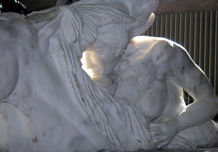 Amazone Osmose, marbre de Carrare, coll