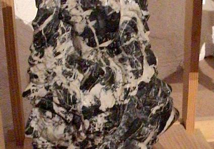 Aigle a 2 tetes marbre noir veiné blanc