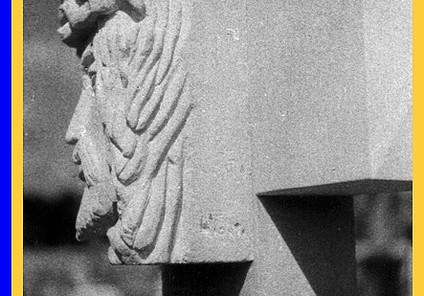 Christ en croix, pierre, coll pri.JPG
