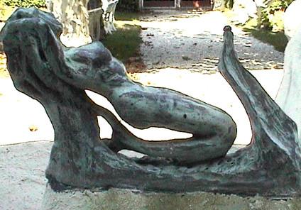 Sirene - petite fontaine.JPG