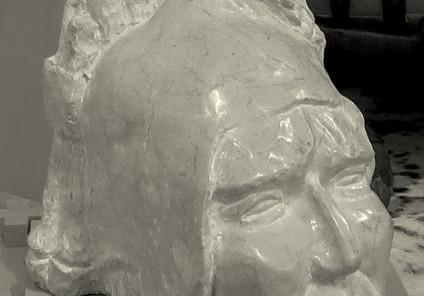 Inca à la Zamponia, marbre ocre d'Espagn