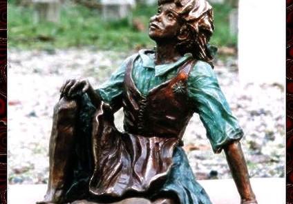 Petite fille en habit traditionnel.jpg