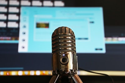 microphone for a podcast on Agile and Scrum
