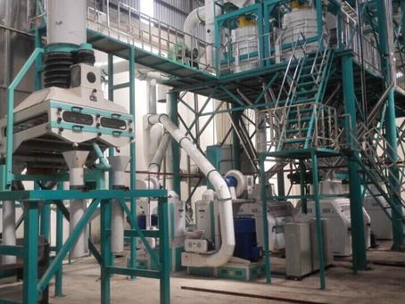 L'équipe de Hongdefa en visite au Kenya pour une machine à maïs le 28 février