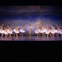 Odette Act 4 with corps 4.jpg