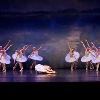 Odette Act 4 with corps 2.jpg