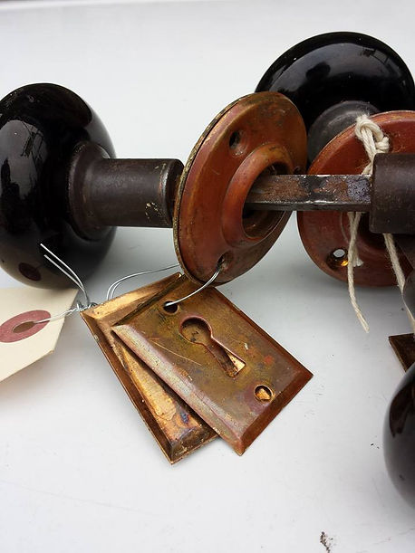 Porcelian black knob.jpg