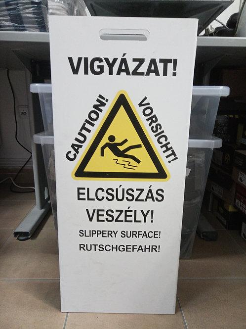"""""""Elcsúszás veszély"""" jelző tábla"""