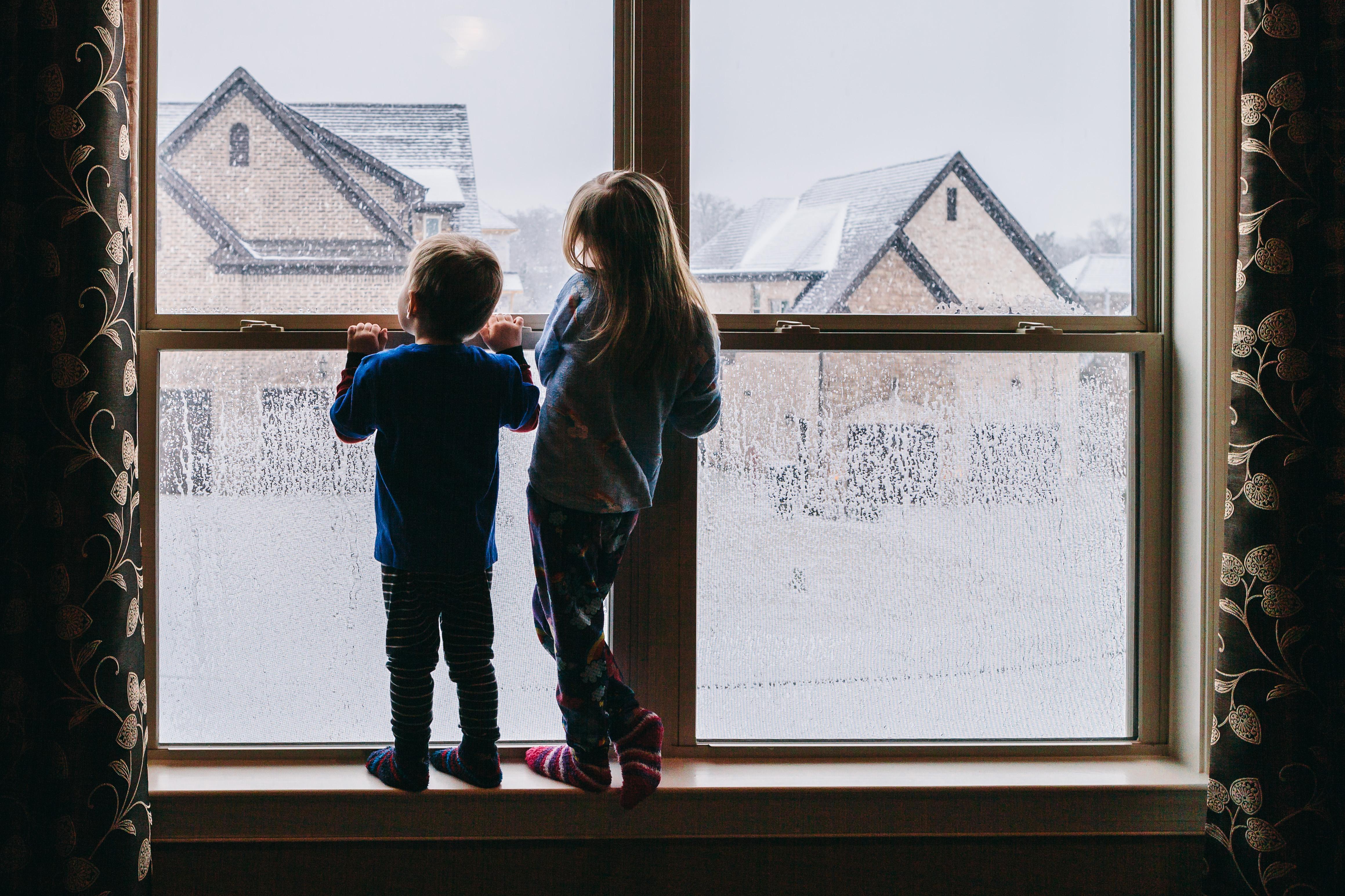 kids_window_wonderland_snow_jasondelkou
