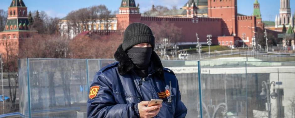 Venäjä vääristelee koronavirusta koskevaa tietoa ja kiristää toimittajien valvontaa