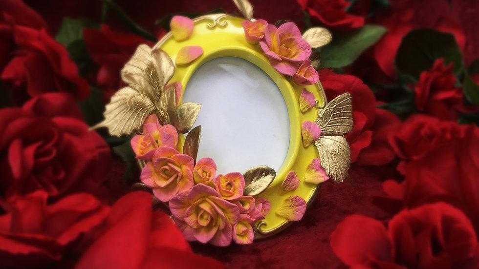 Strawberry Lemonade Rose Garden Frame