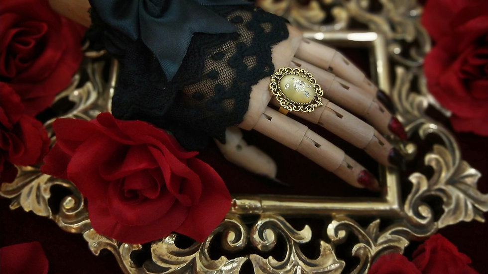 Frosted Glass Rose Cameo Ring - Gold