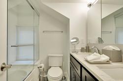 Master En-Suite Bathroom