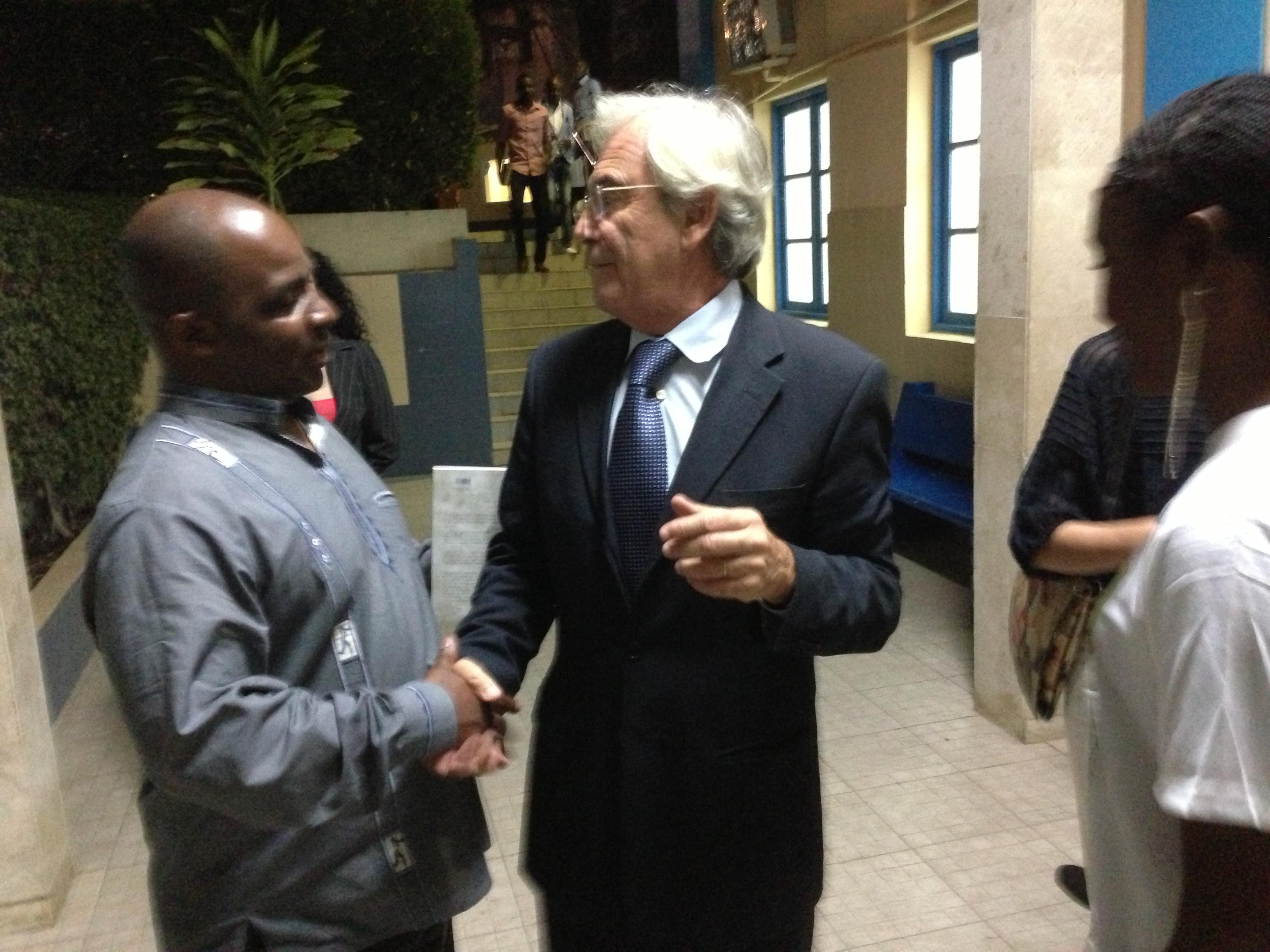 Com o Director d'O PAÍS Kaliengue