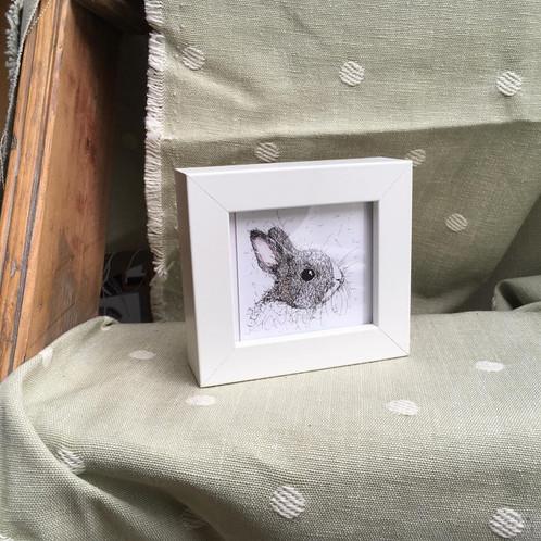 Mini Frame Rabbit Head (White)