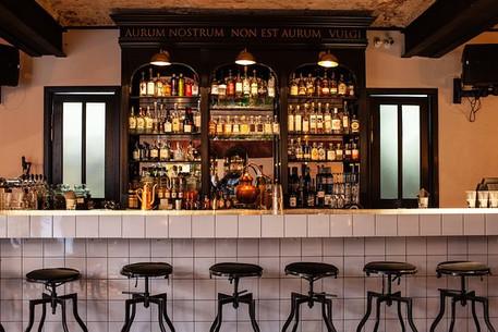bar-stand.jpg