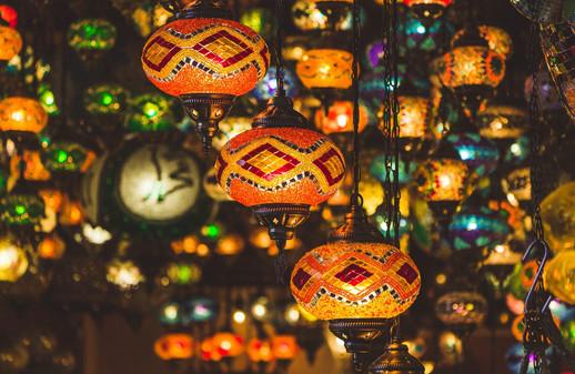 lamps-4196132_1920.jpg