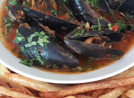 Steamed Mussels with Oven Fried Potatoes