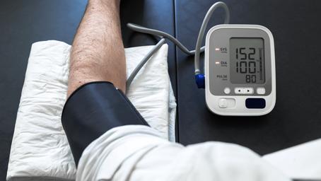 ¿Puede la insuficiencia de vitamina D causar presión arterial alta?