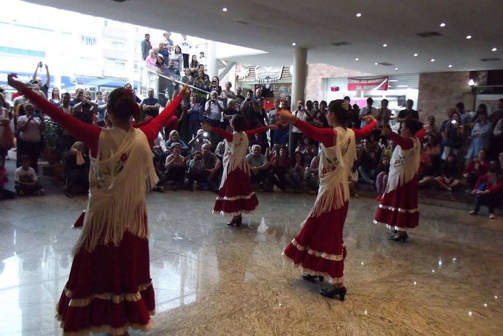 grupo de flamenco juvenil do centro espanhol do paraná