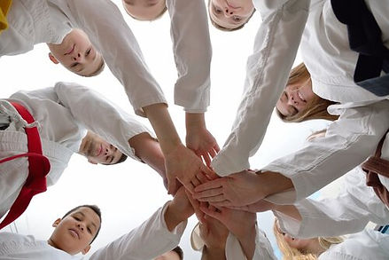 karate-equipo-manos.jpg