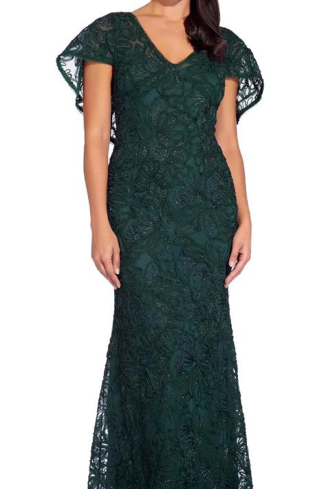 レースケープロングドレス