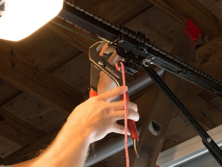Tips To Keep In Mind When Hiring A Garage Door Repair Expert