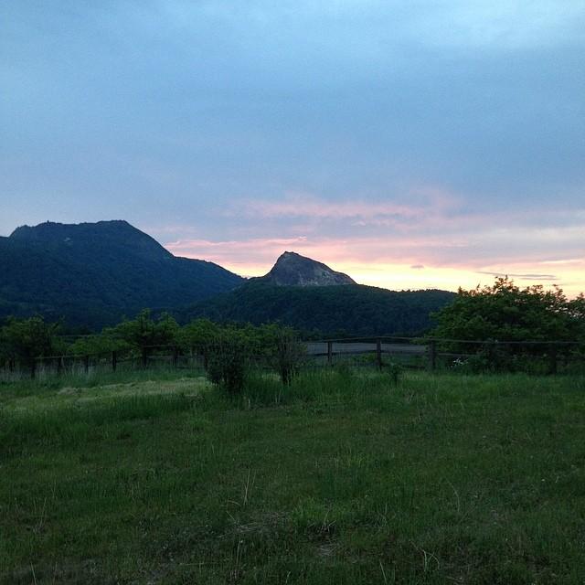大好きな富士山のように_だんだん大好きになってきた昭和新山と有珠山__どんどん日が伸びてますね_北海道もようやく半袖になってきました