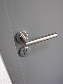 metal-door-handle-P2X4CGD.jpg