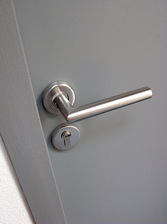 metal-door-handle-P2X4CGD.jpg