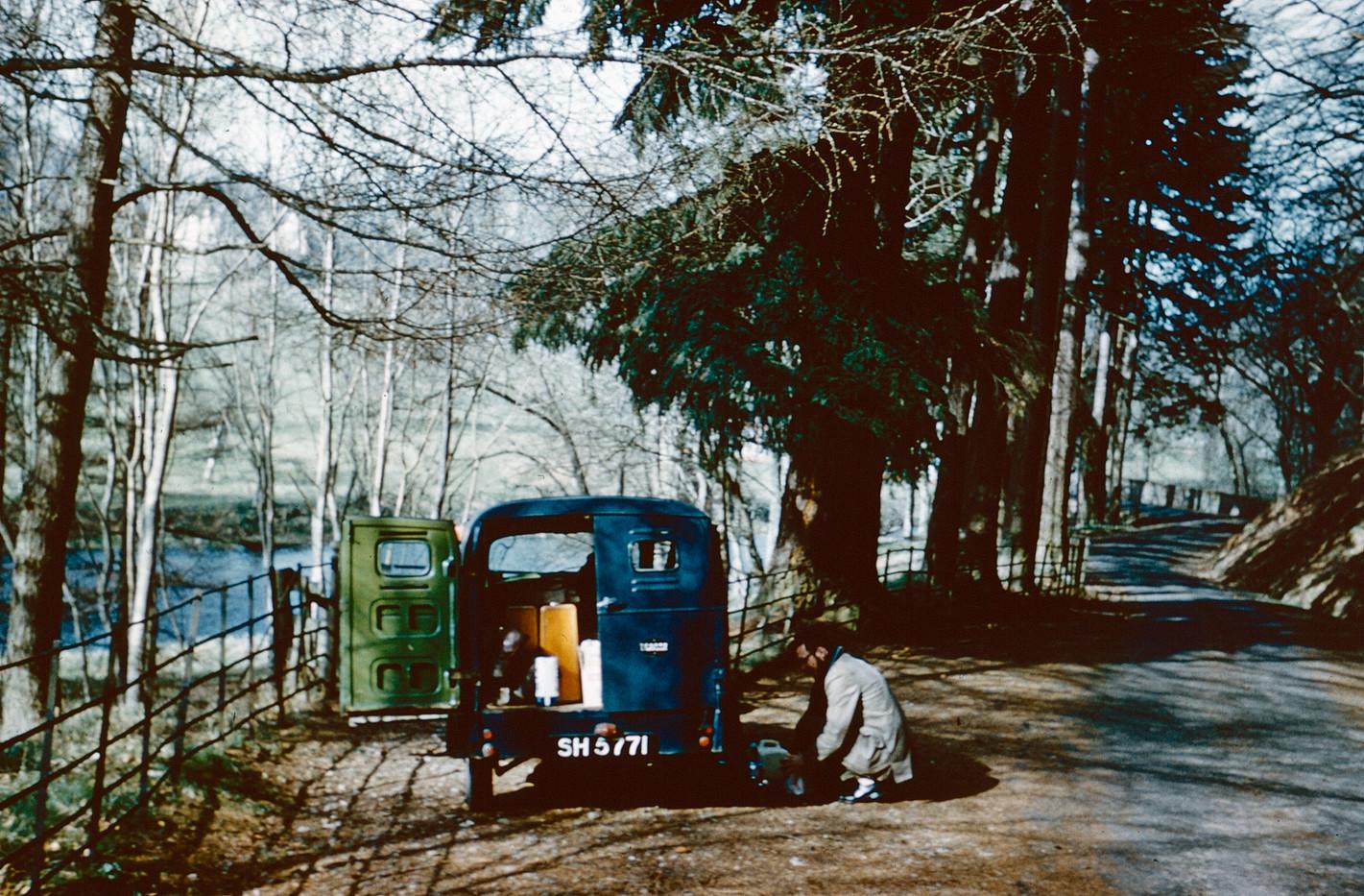 1961 Road side lunch break.jpg