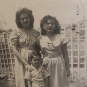 Mom and siblings.jpg