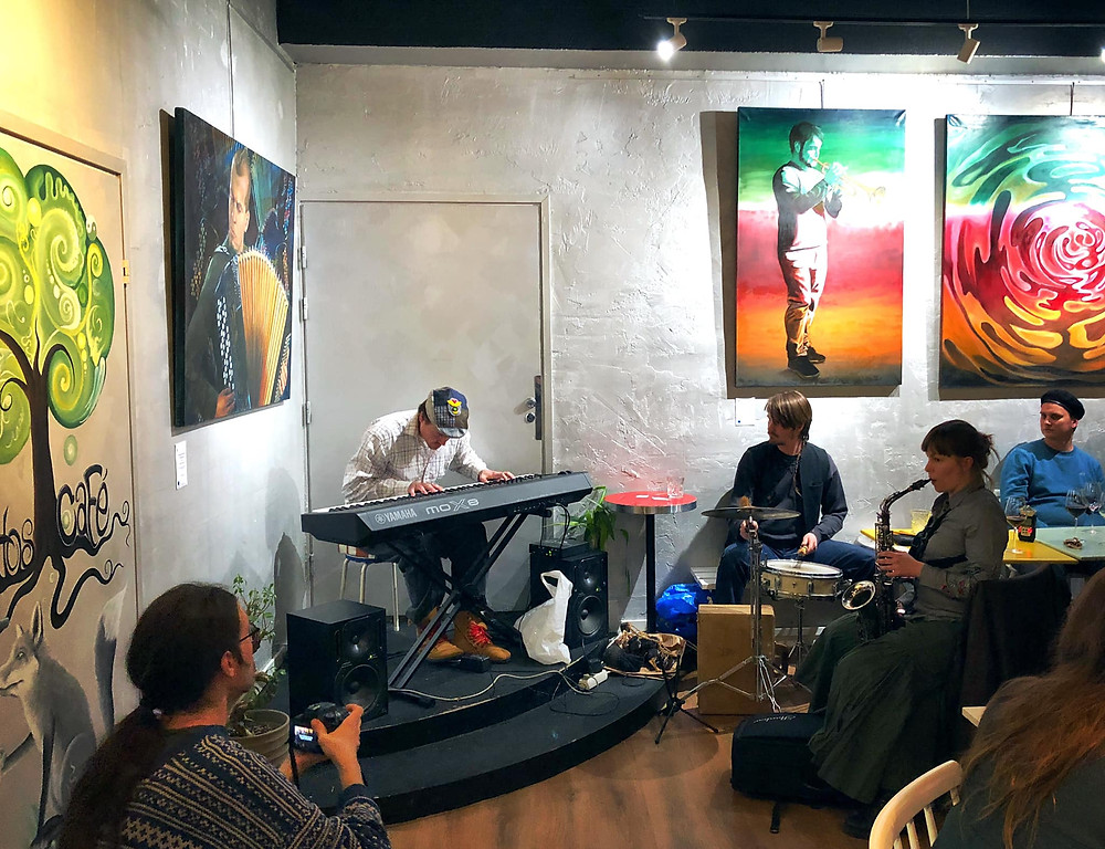 In the opening we played improvised free jazz music.