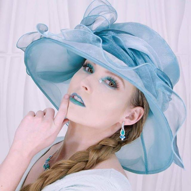 Recent colorplay with model _thetiedpiper Makeup by me _kateyezkmua Hair by _blahnikboo3 Location _s